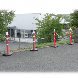 Ketten- / Warnständer Komplett-Set mit 4 Kettenständern, 6 m Kette, 1000 mm hoch, Kunststofffuß betongefüllt